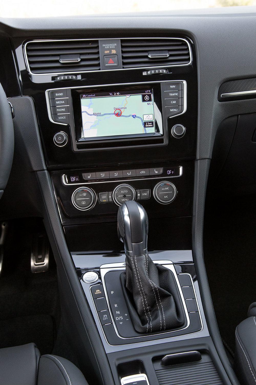 2016 Volkswagen Golf R Center Console