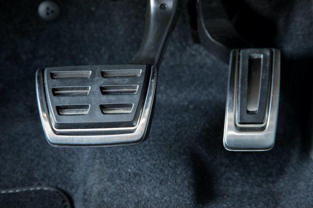 2016 Volkswagen Golf R Pedals