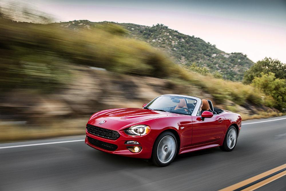 2017 fiat 124 spider lusso top down cruise photo on. Black Bedroom Furniture Sets. Home Design Ideas