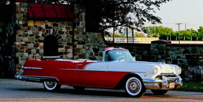 1956 Pontiac Star Chief with a 270-horsepower V-8 engine. Photo by Tom Glatch, courtesy of Motorbooks.