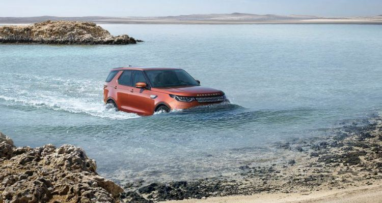 2017 Land Rover Discovery 102 876x535 750x400 - First Look: 2017 Land Rover Discovery