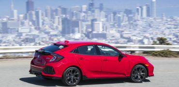 2017_honda_civic_hatchback_08