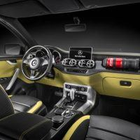 Mercedes-Benz X-Class concept Powerful Adventurer Dashboard
