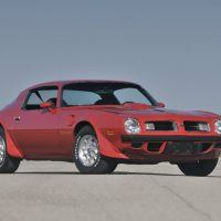 New for the entire 1975 Firebird line, including the Trans Am, was a wraparound rear window. Pontiac stylists created a front end that included the twin openings that was a traditional Pontiac visual cue.
