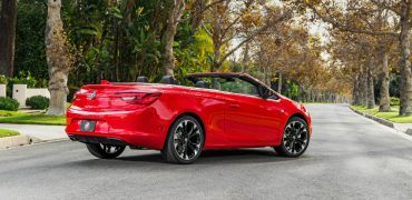 2017-buick-cascada-st-convertible-sportred-041