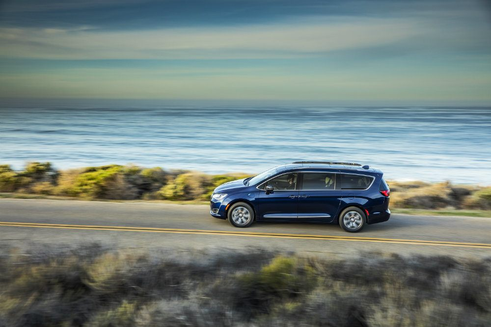 2017 Chrysler Pacifica Hybrid: Milestones, Battery Packs & Silver Teal Paint
