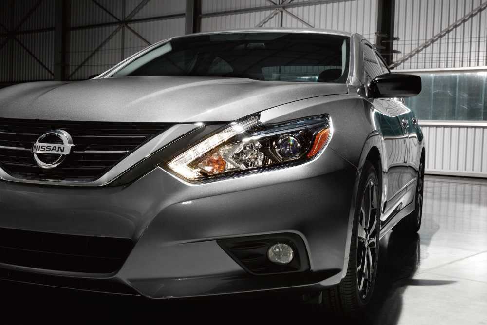 Embargoed until Feb 8 at 630 pm ET 2017 Nissan Altima SR Midnight Edition 2