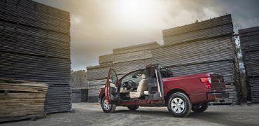 Embargoed until Feb 9 at 1130am ET 2017 TITAN King Cab 11 370x180 - Nissan Titan King Cab Arrives This Spring