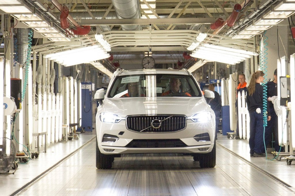 207631 The first new XC60 rolls off the production line in Torslanda Sweden
