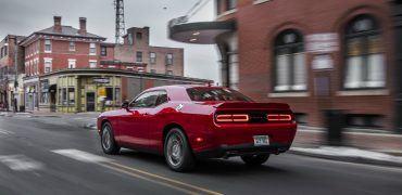 DG017 151CLlvrfka66orca0ik0n4keupd0q8 370x180 - 2018 Dodge Challenger GT AWD Review