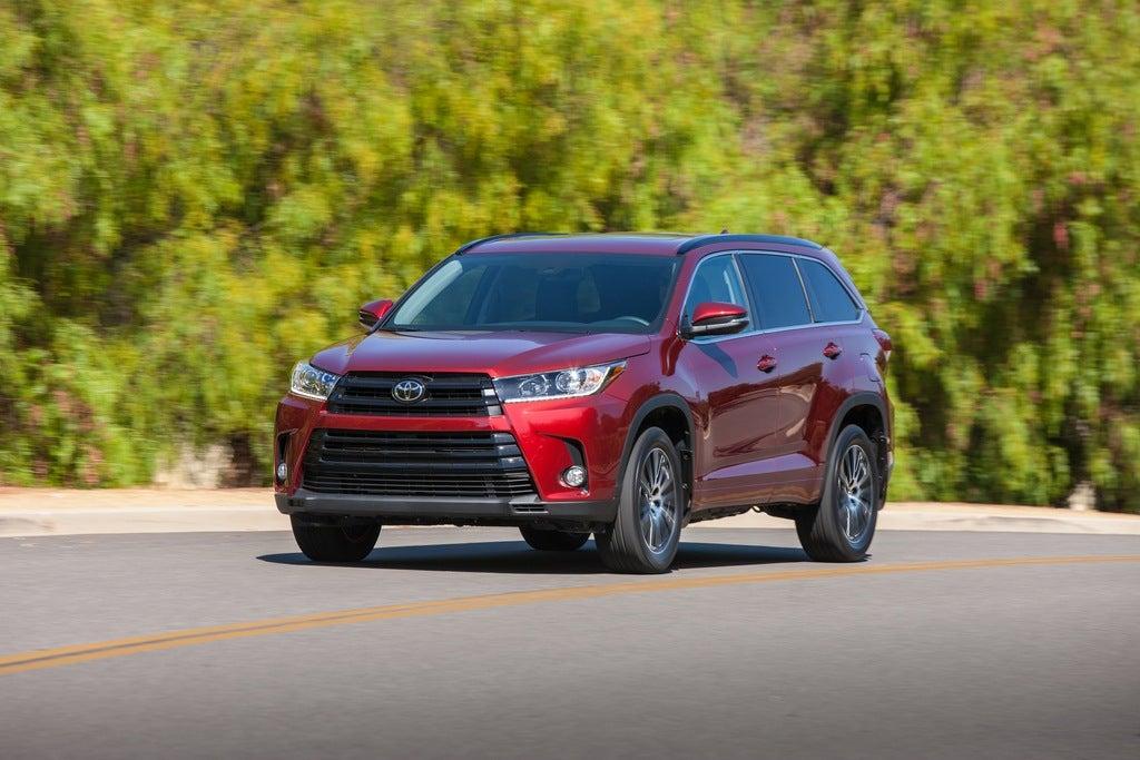 2017 Toyota Highlander SE V6 FWD Review