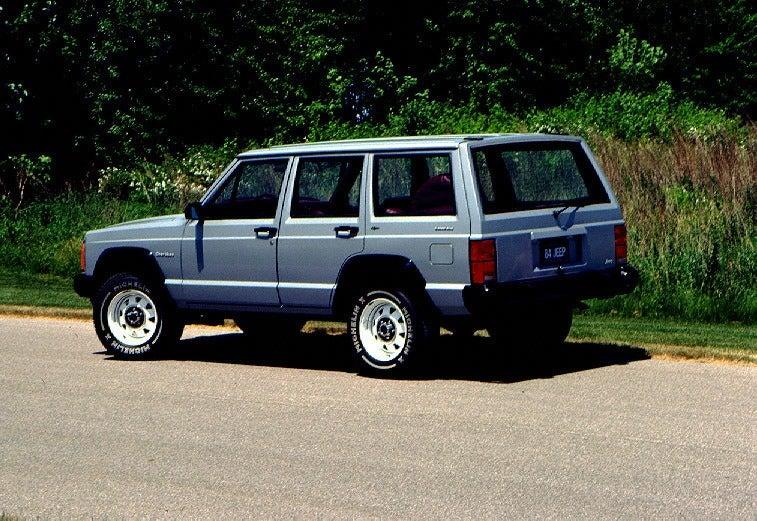 1984 Jeep Cherokee 3q rear colorbtdns51qv7vgfagpee3bi3no7m