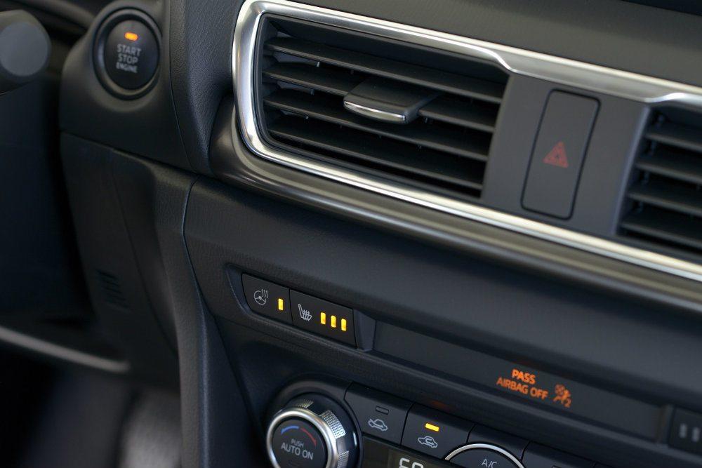 2017 Mazda3 38