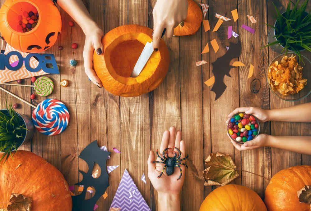 family preparing for halloween PMPU85D