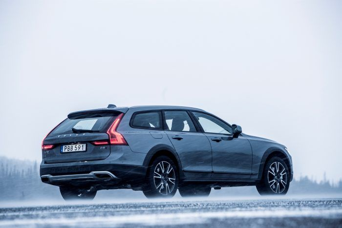 203737 Volvo V90 Cross Country