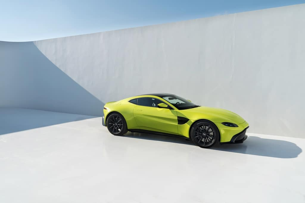 Aston Martin Vantage Lime Essence 10
