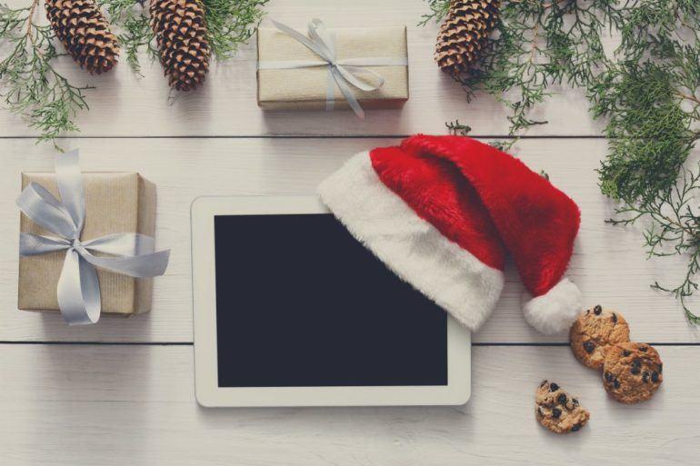 christmas online shopping background P8YWKZB