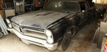 Pg. 114 115 370x180 - Automoblog Book Garage: Muscle Car Barn Finds