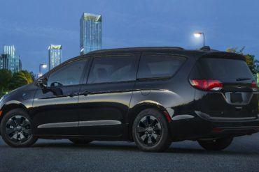 2019 Chrysler Pacifica Hybrid with S Appearance Package 1