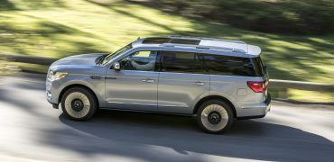 18LincolnNavigator 07 HR 370x180 - 2018 Lincoln Navigator Review: Big, Brash & Loaded With Luxury