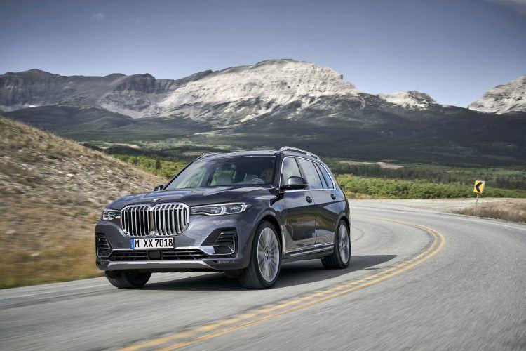 2019 BMW X7 driving