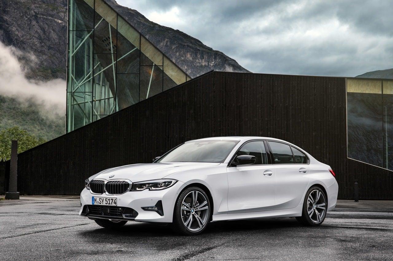 Top 3 Luxury Cars 2018: 2019 BMW 3 Series: Luxury Car, Sports Sedan Or Both?