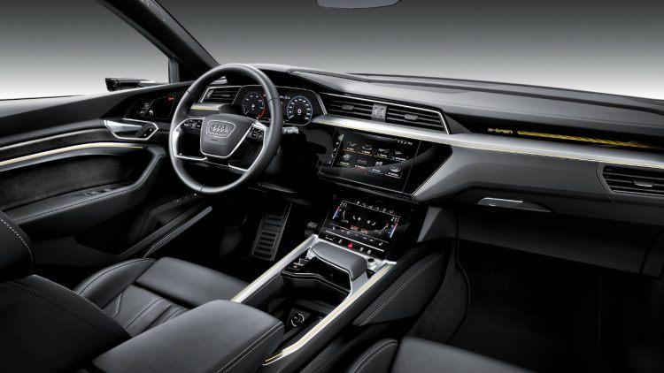 Large Audi e tron 4645