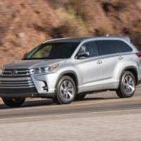 2018 Toyota Highlander SE 018 82E0FC5461E62EA6002310EEA10E9E5C51D9192C 200x200 - 2019 Toyota Highlander SE Review: Ideal For Active Families