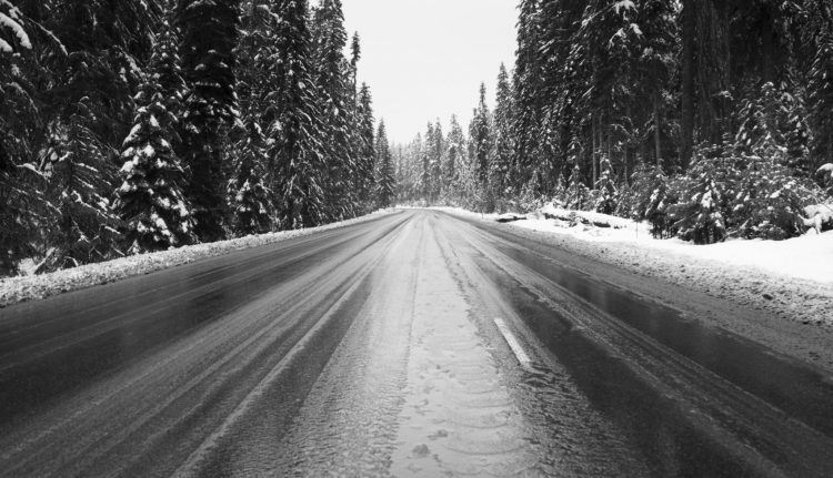 mountain pass winter road cascade range oregon PN85H2Z