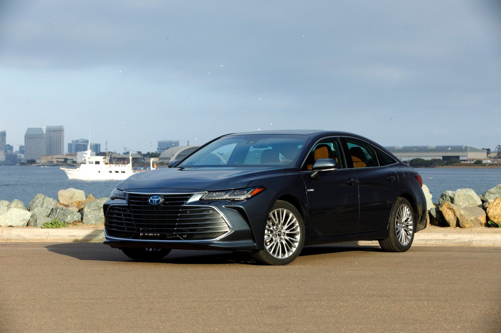 Toyota Hybrid Cars >> 2019 Toyota Avalon Hybrid Limited Review: Ideal For Work ...