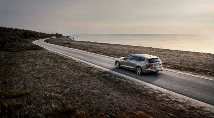 223581 New Volvo V60 exterior
