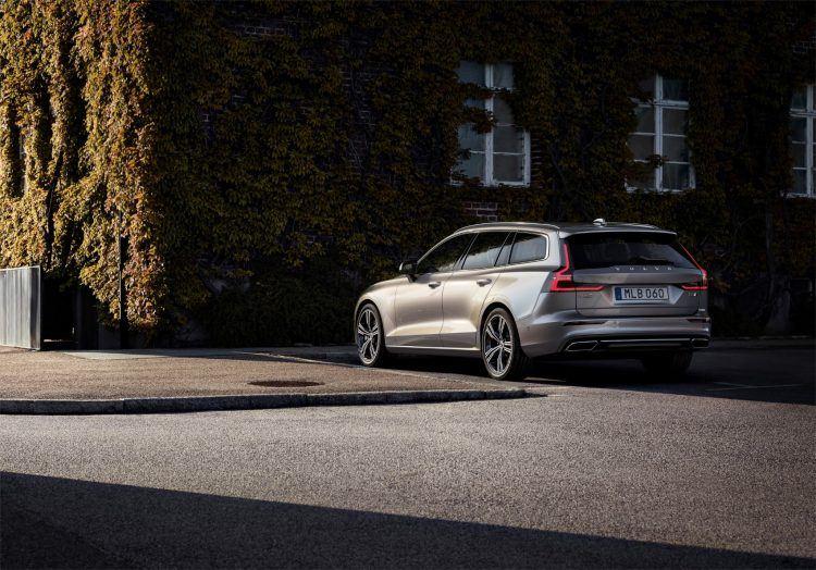 223589 New Volvo V60 exterior