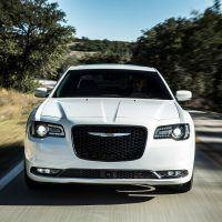 CH019 014TH2l6f1htu0dig74feocr70lrsa2 200x200 - 2019 Chrysler 300 Review: An Affordable Executive-Level Car