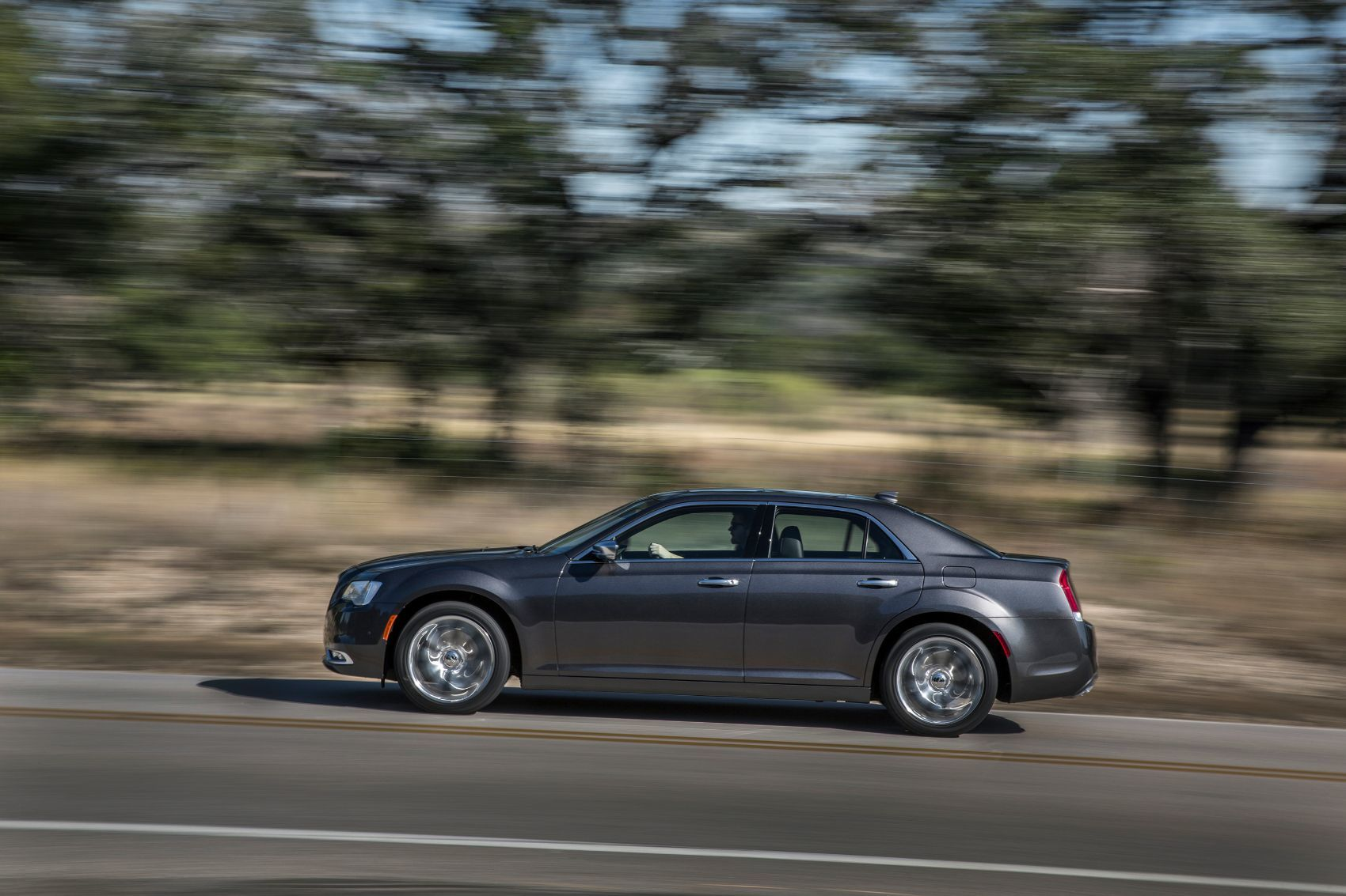 2019 Chrysler 300 Review: An Affordable Executive-Level Car
