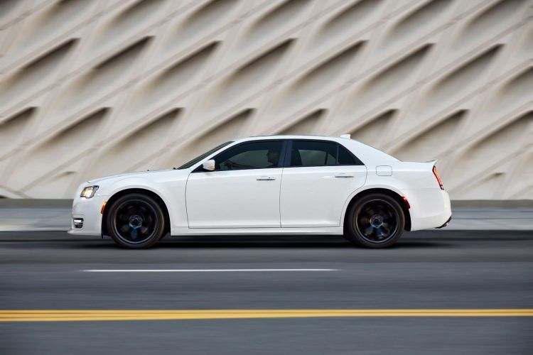 2019 Chrysler 300 Review: An Affordable Executive-Level Car 16