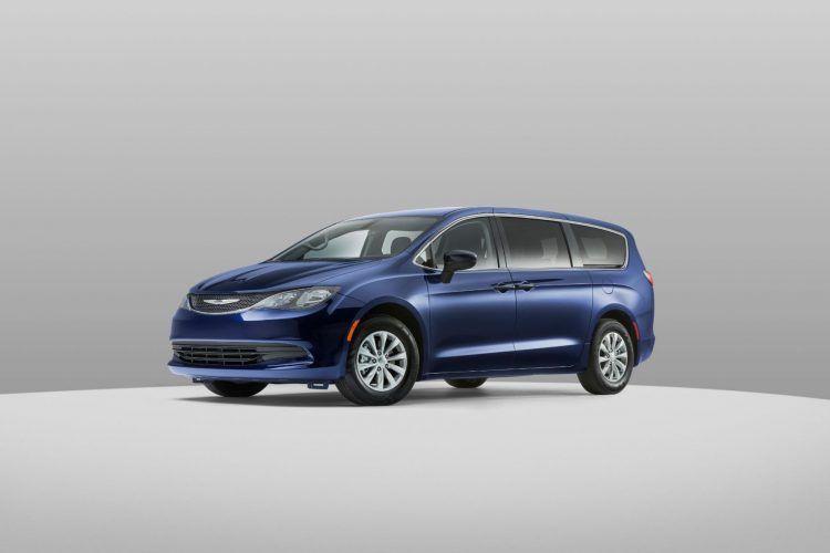 2020 Chrysler Voyager 8
