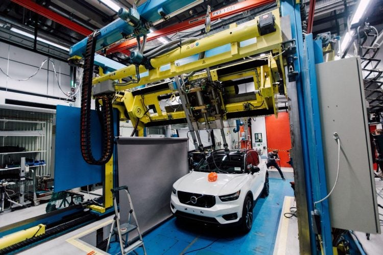 253949 Volvo Cars and POC develop world first car bike helmet crash test