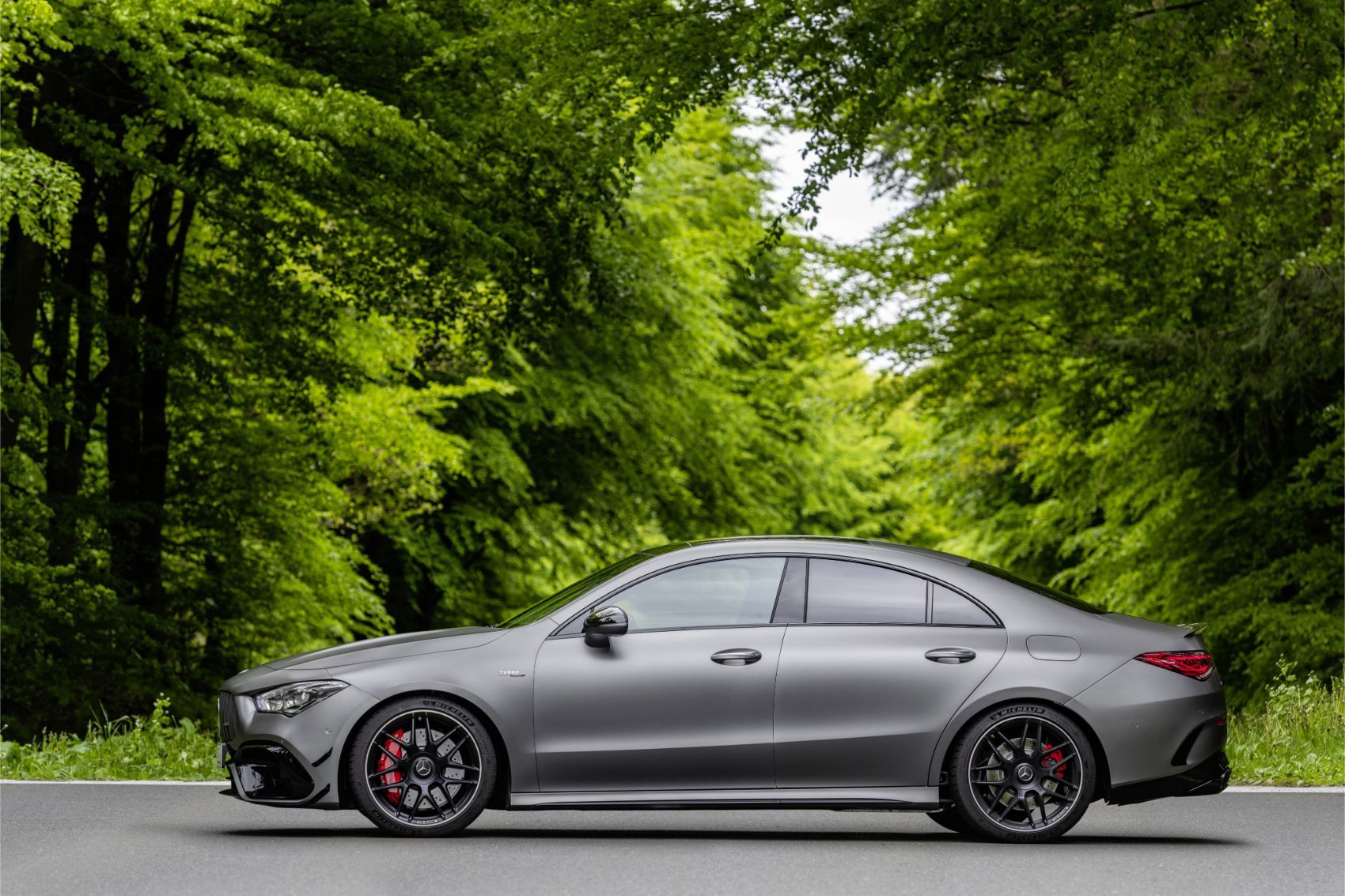 2020 mercedes amg cla 45 compact benz packs a mean punch. Black Bedroom Furniture Sets. Home Design Ideas