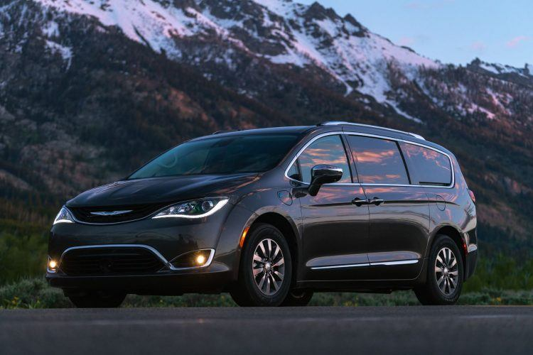 CH019 089PFv0mrofr0u8h1gdl14aqhrbfckj 750x500 - 2019 Chrysler Pacifica Hybrid Limited Review: A Fine Fit For Families