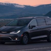 CH019 090PF82m80h3a73poh94s27sfiignpd 200x200 - 2019 Chrysler Pacifica Hybrid Limited Review: A Fine Fit For Families