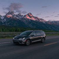 CH019 097PFed9rpc53sk9jeorsalt2igl2mt 200x200 - 2019 Chrysler Pacifica Hybrid Limited Review: A Fine Fit For Families