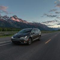 CH019 099PFdeog6qv6sok2cv32rnbf6mj2hg 200x200 - 2019 Chrysler Pacifica Hybrid Limited Review: A Fine Fit For Families