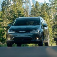 CH019 117PFq9mkr62c89vr541kbh9pihfvtk 200x200 - 2019 Chrysler Pacifica Hybrid Limited Review: A Fine Fit For Families