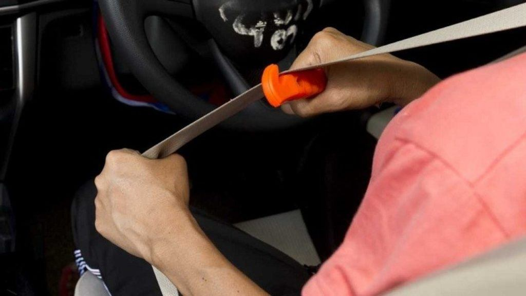 Best gifts for car guys: car escape tool key chain.