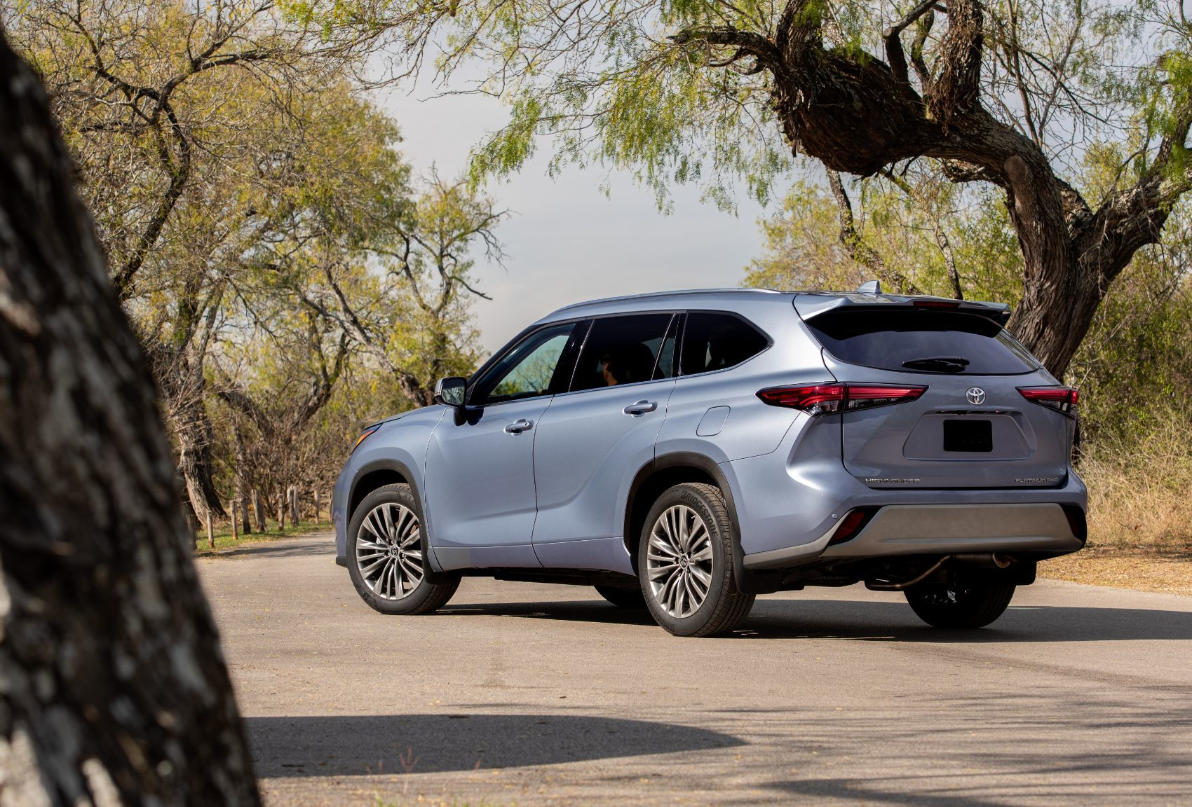 2020 toyota highlander: redesigned in the face of stiff
