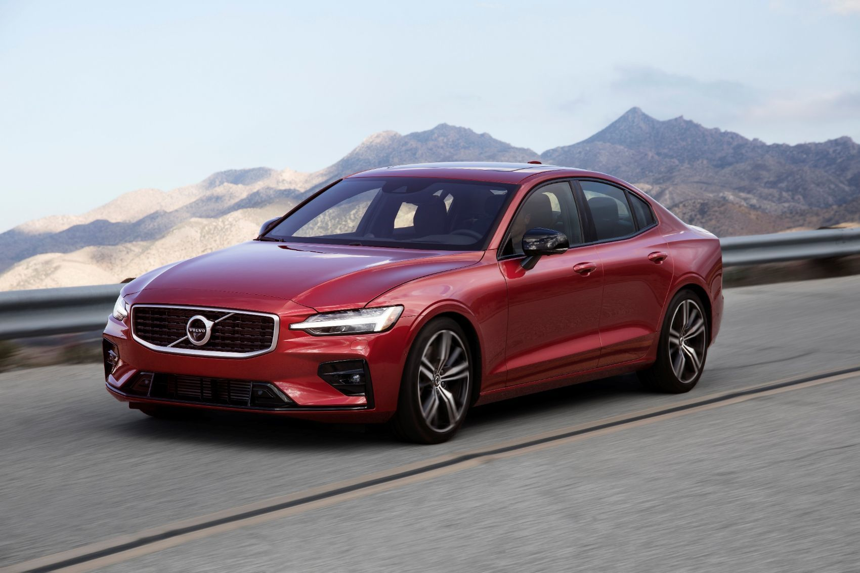 246280 Volvo S60 Named 2019 North American Car and Utility of the Year Finalist