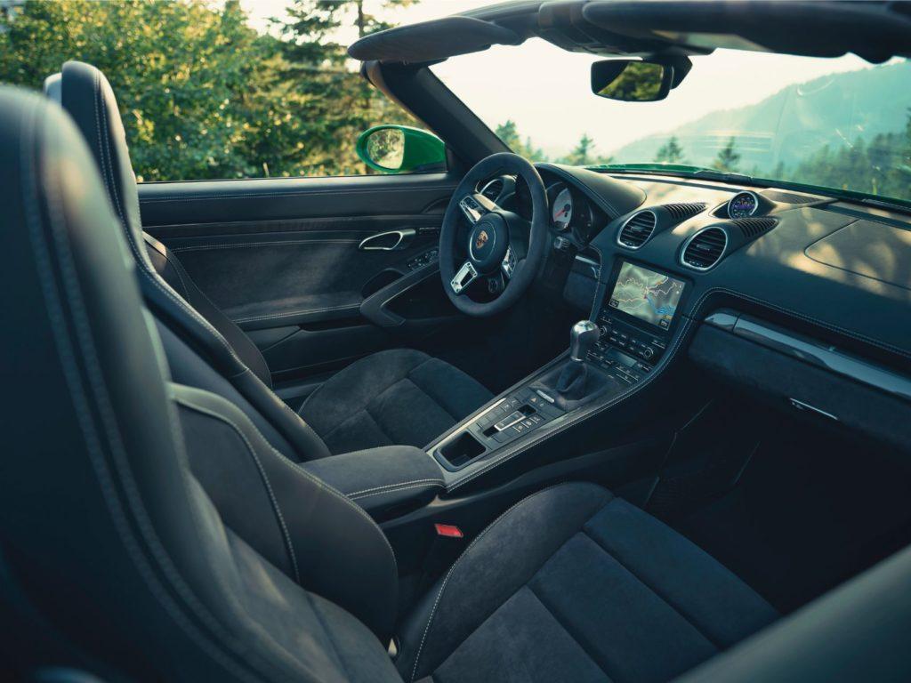 Porsche 718 Boxster GTS 4.0 interior layout.