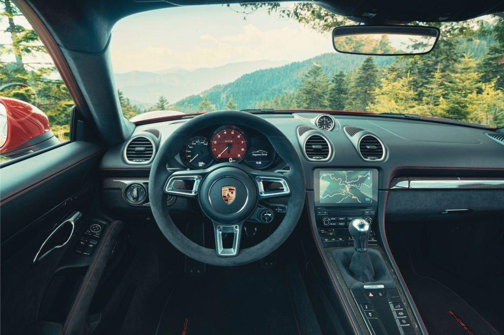 Porsche 718 Cayman GTS 4.0 interior layout.