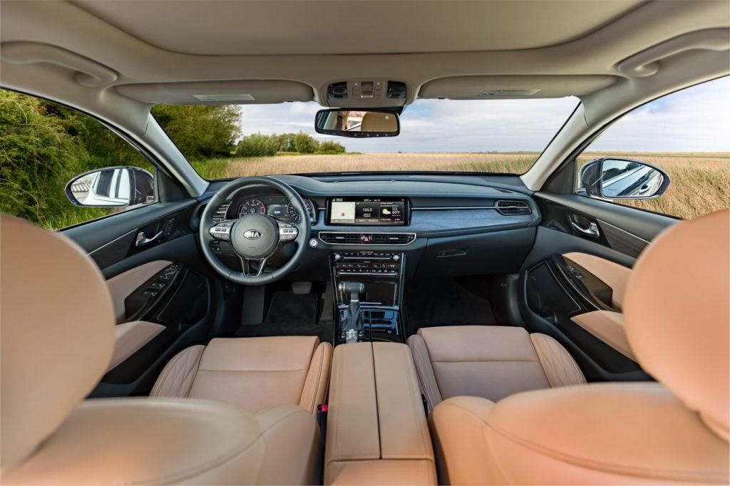 2020 Kia Cadenza interior layout.