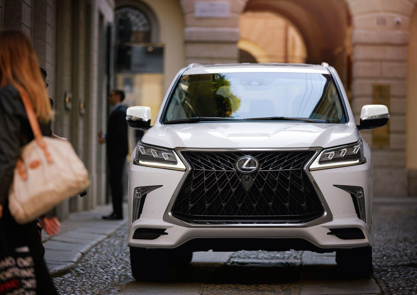 2020 Lexus LX 570 2